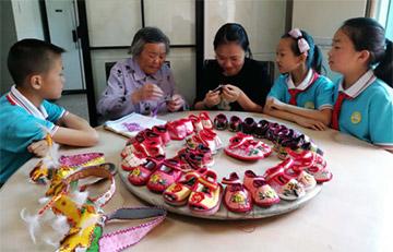 传承老手艺 8旬老人坚持做手工老北京虎头鞋