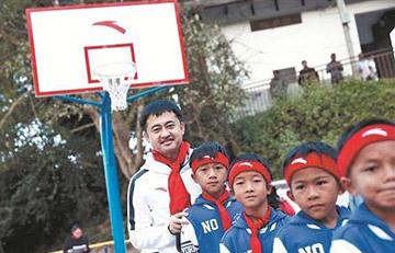 """安踏人的公益梦想 圆青少年学生""""体育梦"""""""