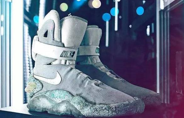 """1989 年电影里的""""神鞋"""" 即将举行拍卖!"""
